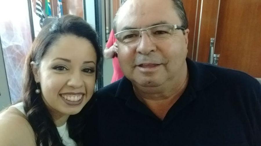 """""""Pensa num pai feliz"""", escreveu o Antônio Bento, de Guarulhos (SP), em foto no dia do casamento da filha Melissa"""