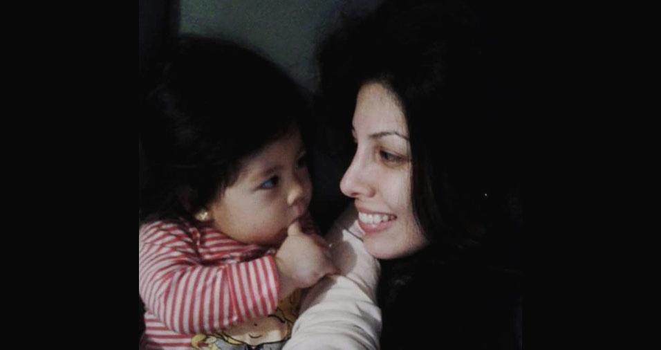 Gisele está comemorando seu primeiro dia das mães com a pequena Ani. Elas são de Sorocaba (SP)