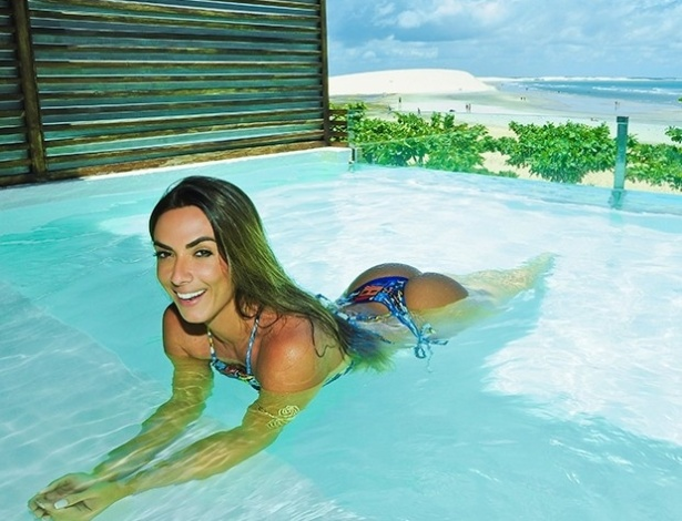 24.mar.2016 - Nicole Bahls exibe suas curvas durante as férias, em Jericoacoara, no Ceará