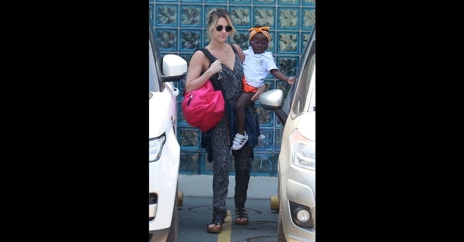 19.set.2016 - Chissomo, que ganhou o apelido de Titi, é do Malawai e foi adotada pela atriz e o marido, Bruno Glagliasso, em julho deste ano