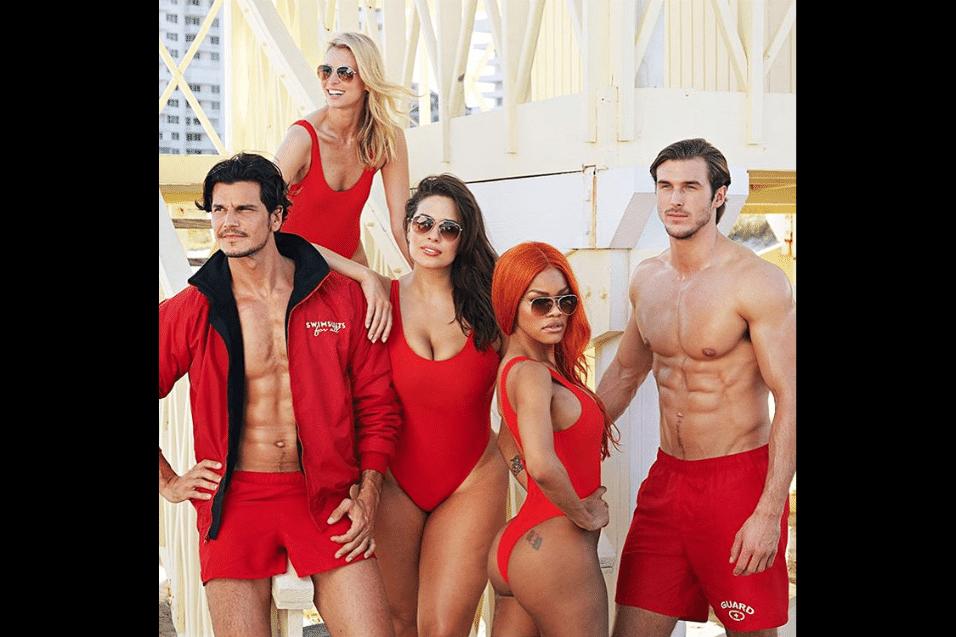 """19.mai.2017 - Não podiam faltar os modelos sarados em ensaio inspirado na série """"SOS Malibu"""""""