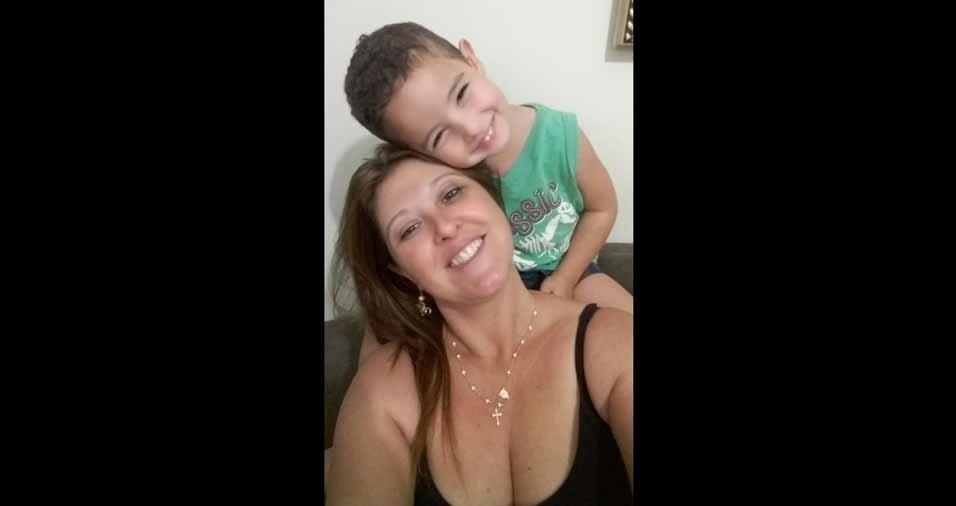Débora Francis Freitas Mello curtindo um domingo de bagunça com o netinho Henrique, de Barretos (SP)
