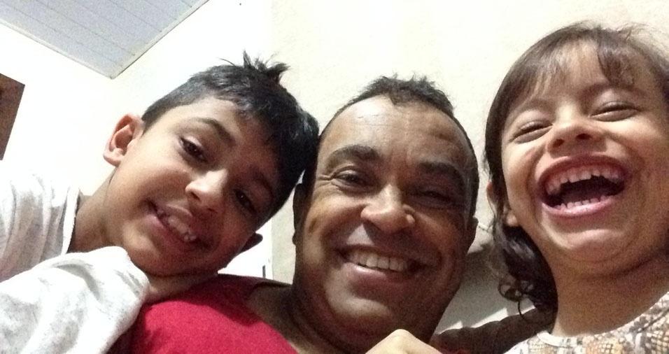 Raul e Larissa com o papai Claudecir, de Cascavel (PR)