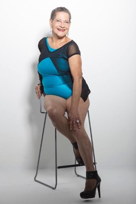 23.mai.2016 - Geralda quer conquistar o título de Miss Bumbum Melhor Idade. Para isso, a ex-BBB vem mostrando suas curvas em ensaios sem o uso de Photoshop, proibido pela organização do concurso. Nas imagens, Geralda aparece de maiô.  A primeira etapa da competição acontecerá no dia em agosto, em São Paulo