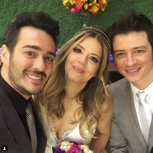 8.ago.2016 - Mariana Santos e o produtor Rodrigo Velloni se casaram em São Paulo