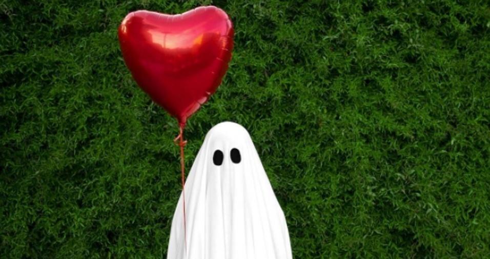 1. Os fantasmas também amam e é por isso que ele está em busca de sua alma penada gêmea