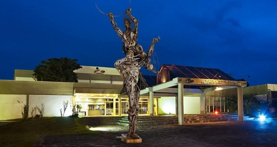18. Centro Integrado de Cultura - O Centro Integrado de Cultura abriga o Teatro Ademir Rosa, o Museu de Arte de Santa Catarina, o Museu da Imagem e do Som, um cinema com 137 lugares, oficina de artes, um ateliê de conservação e restauração de bens, o Atecor, e ainda o Café Matisse