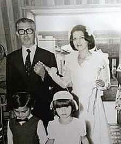 Odairo Campos conduz a filha Odete Campos Xavier, em Tatuí (SP), no dia 18 de dezembro de 1976