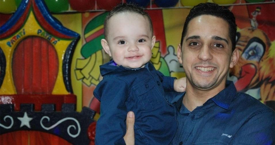 Papai Juscelino com o filho Breno. Eles são de São Paulo (SP)