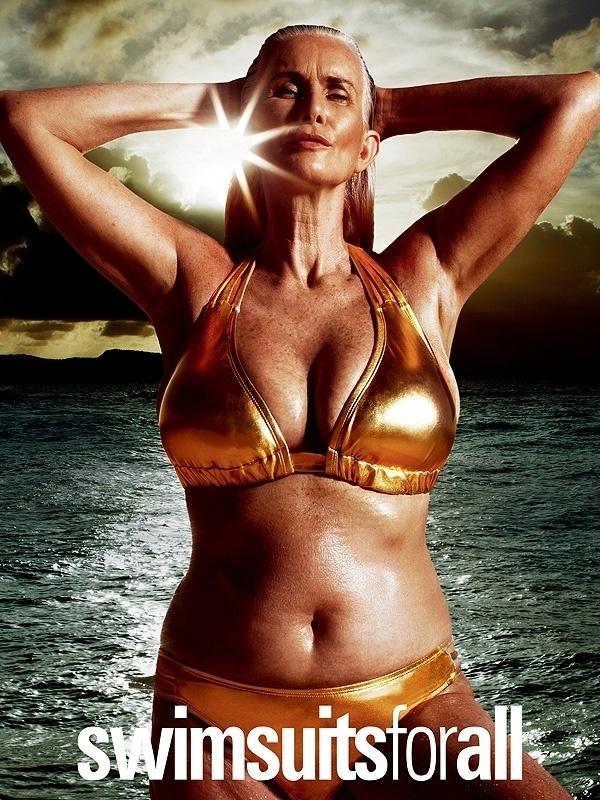 """11.fev.2016 - A edição especial de biquínis da revista norte-americana """"Sports Illustrated"""" é conhecida por sempre mostrar imagens de mulheres saradas. Mas a história parece estar mudando. A nova edição, que chega às bancas no dia 16 de fevereiro, traz, entre seus anúncios, o da marca Swimsuits for All,com a campanha """"#SwimSexy"""", com mulheres linda e reais com peças douradas. Na imagem acima, está Nicola Griffin, que estrela a campanha aos 56 anos de idade. """"Não é sobre ter 20 anos e 1,80m. Estamos cansados disso. Somos todas de idades e tamanhos diferentes e essa é a beleza"""", declarou Nicola ao Daily Mail"""