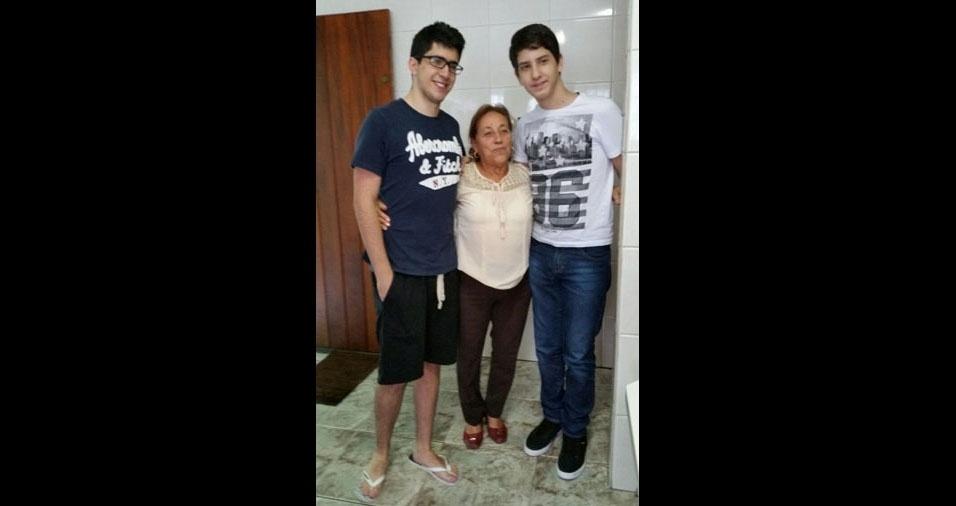 Vovó Zulmira com os lindos netos Vitor e Bruno, de São Paulo (SP)