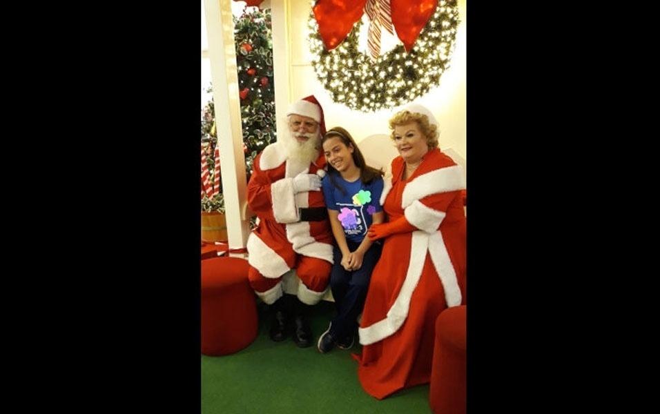 Denise Aparecida enviou foto da filha Barbara, de Jundiai (SP), com papai e mamãe Noel