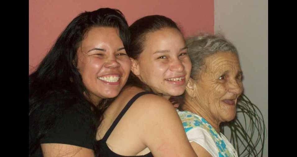 Eide e Joice homenageando a vovó Normi, falecida em 2013