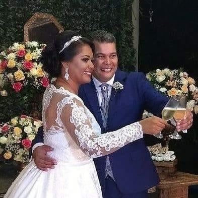"""Vânia Maria Silva e Osvaldo Lopes Ribeiro Filho, de Brasília (DF), em 27 de janeiro de 2018 - """"O brinde da felicidade por se conhecer há 20 anos e descobrir o amor"""""""