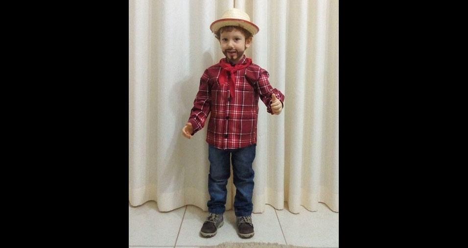 Anderson Humberto Sanflorian, de Vista Alegre do Alto (SP), enviou foto do filho João Gabriel, com três anos na época, antes de ir para a festa junina da escola, em 2017