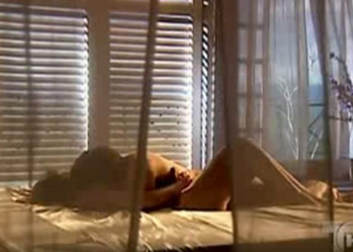 """18.ago.2015 - A trama mexicana """"A Dona"""" é recheada com cenas quentes da atriz Gabriela Spanic, que está com 41 anos atualmente"""