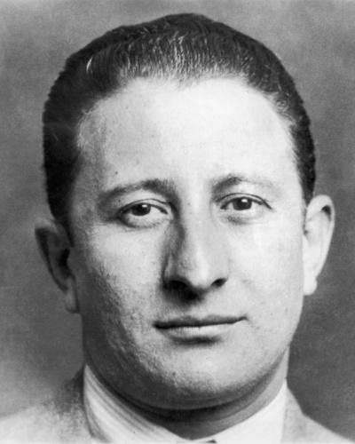 Após a morte de Albert Anastasia, em 1957, Carlo Gambino (foto) assumiu o comando da família Gambino, até a sua morte, em 1976, de causas naturais