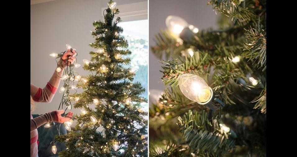 2. Decore a árvore com bulbos de lâmpadas em diferentes tamanhos