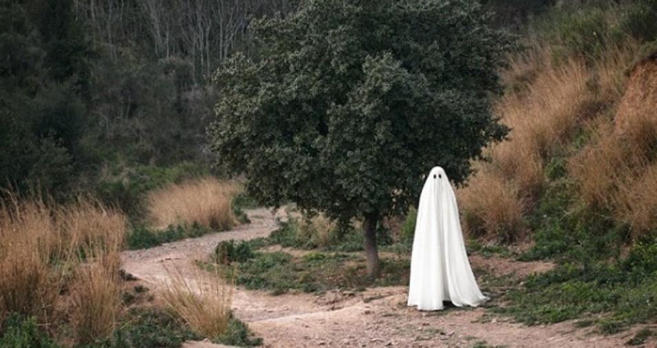 26. E depois você não sabe a razão de campos, florestas e caminhos assim serem mal assombrados… Ora essa, fantasmas fazem trilha!