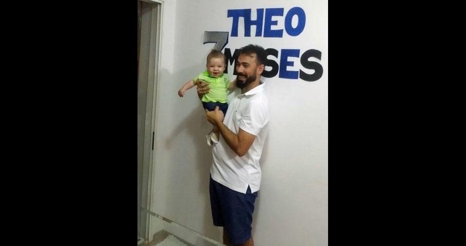 Théo Rodrigues de Assis, com o papai Gustavo Gomes de Assis, de Cianorte (PR)