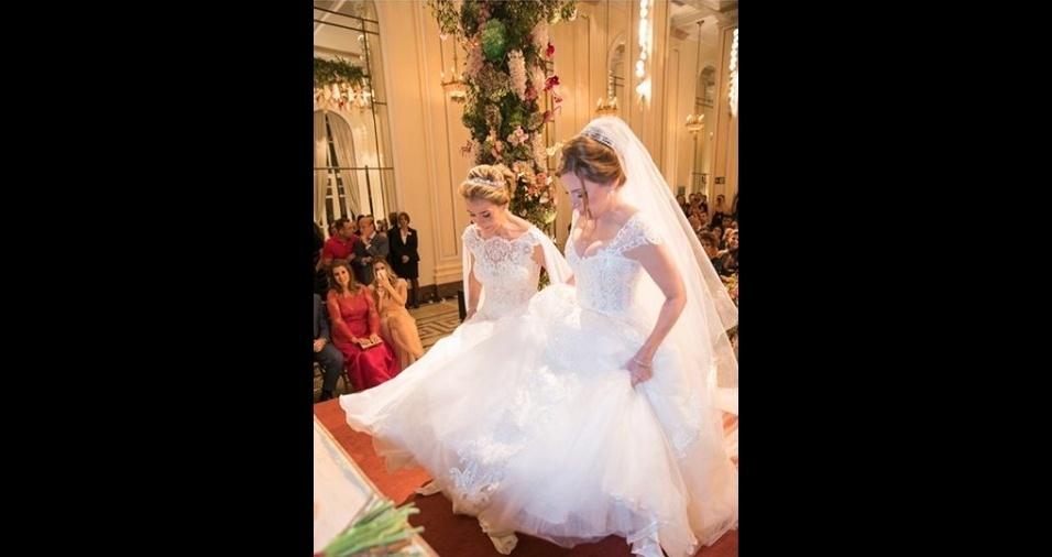10.mar.2018 - As noivas usaram vestidos tradicionais desenhados pela estilista Marie Lafayette