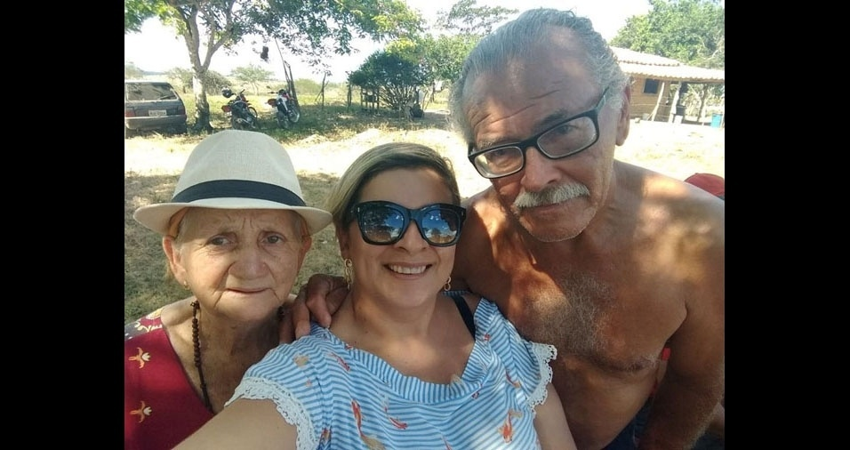 """Martiniana (ao centro) ao lado do pai, José Magno: """"Gostaria de homenagear esse homem simples do campo, que do seu jeito encaminhou os filhos para o caminho do bem"""""""
