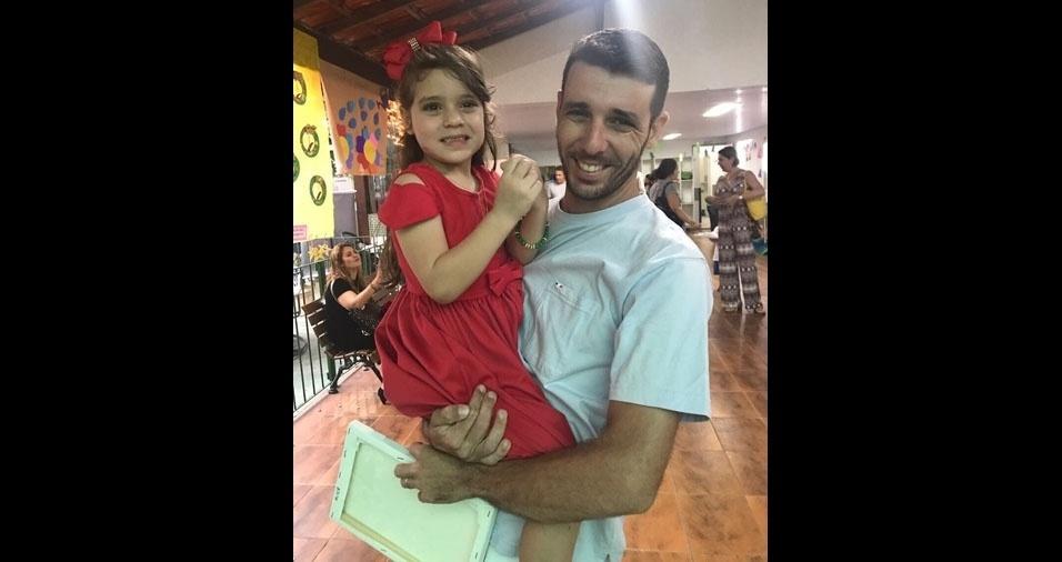 Papai Gabriel Souza Medeiros e sua pequena Alice, de Niterói (RJ)