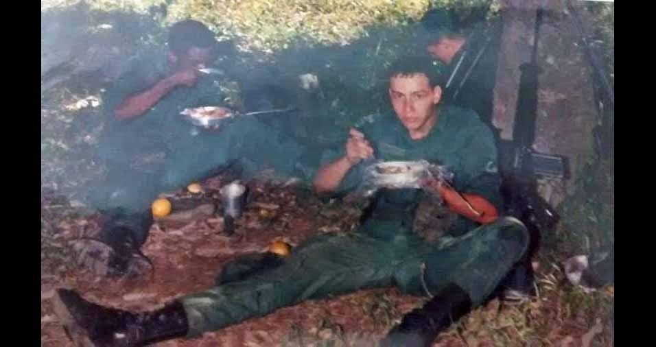 Giovanni Oliveira, de Belo Horizonte (MG), conta que tinha 21 anos e estava dando baixa das Forças Especiais do Exército Brasileiro, em 1996