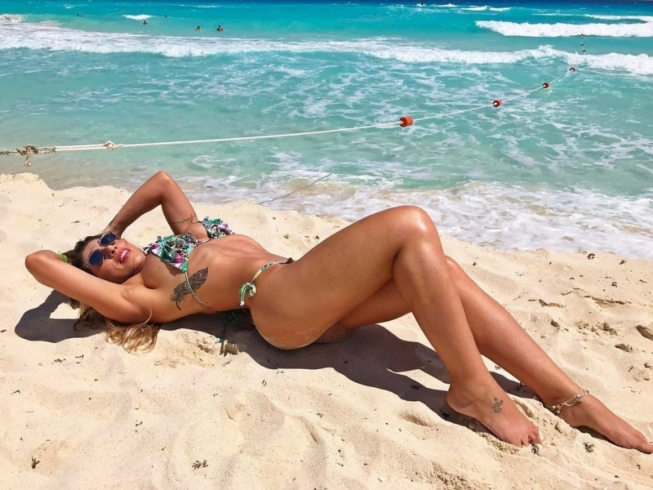 20.mar.2017 - Ana Paula e Tati Minerato estão em Cancún, no México, aproveitando o sol do Caribe e uma badalada festa na região. As musas da escola de samba paulistana Gaviões da Fiel não perderam a oportunidade de registrar as belezas do local e posaram de biquíni, usando as belas paisagens caribenhas de fundo