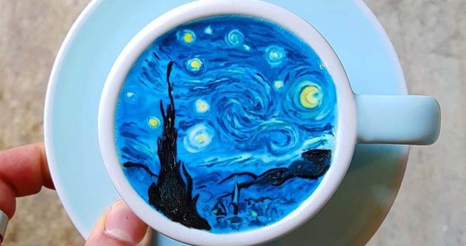 """1. O coreano Lee Kang Bin é um barista especialista em fazer arte no café. Usando espumas coloridas, ele faz verdadeiras obras dentro de xícaras, como a reprodução do quadro """"Noite Estrelada"""", de Vincent Van Gogh"""