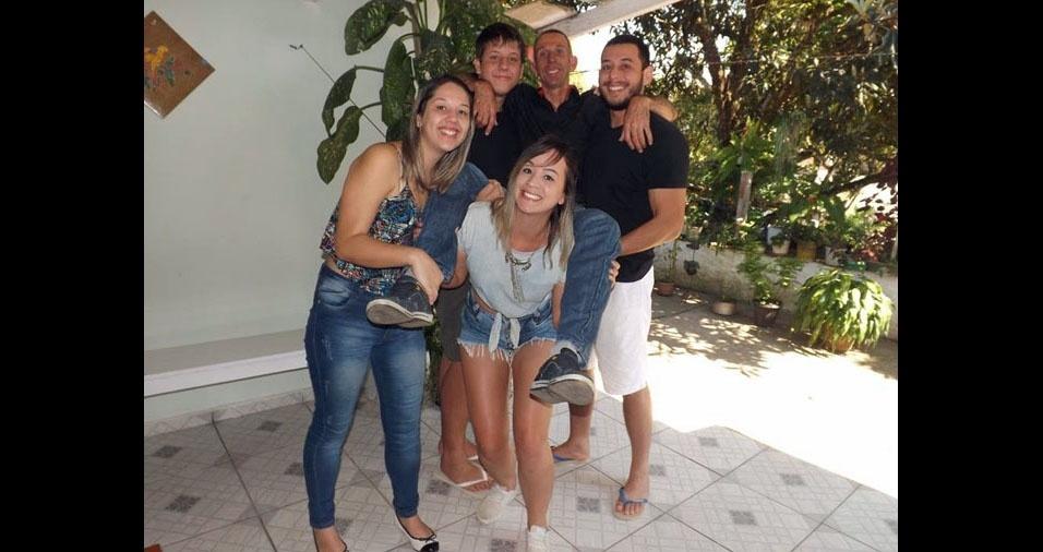 """José Carlos com os filhos """"maravilhosos"""": José Roberto, Karen, Letícia e Matheus"""