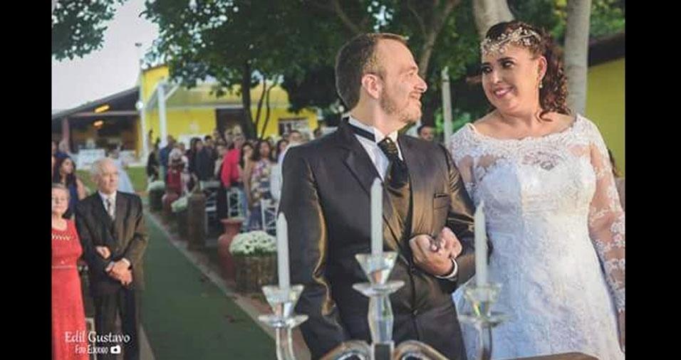 Rejane Melissa Machado e Emerson Ursini Teodoro se casaram em 13 de maio de 2017, no Rancho Amor Infinito, em Lins (SP)