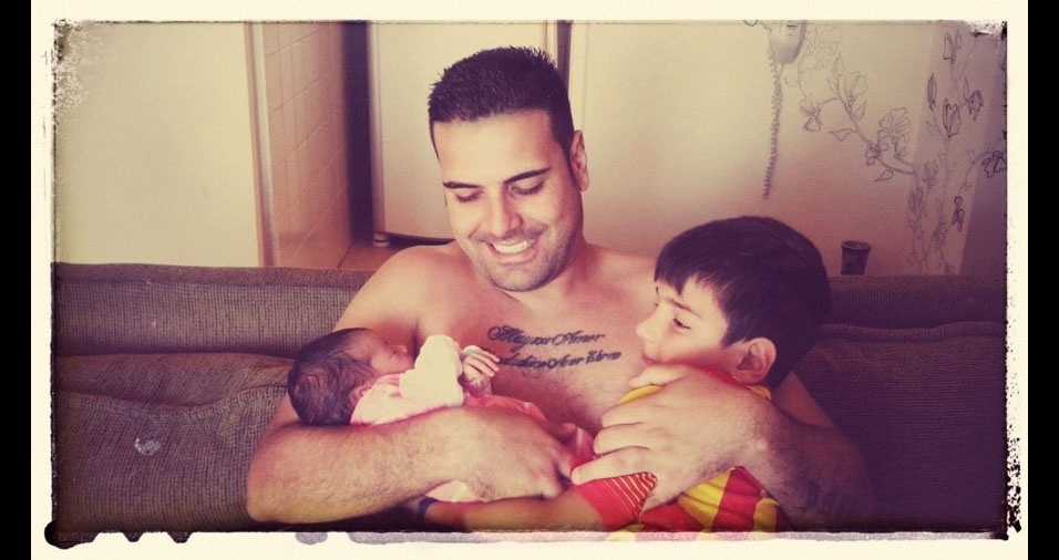 O papai Tiago, de Jundiai (SP), declara seu amor pelos filhos Yago e Isis