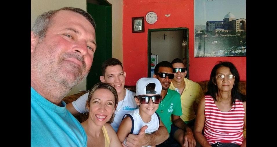 Aspacia com os filhos, genro e neto, de Pinheiros  (ES)