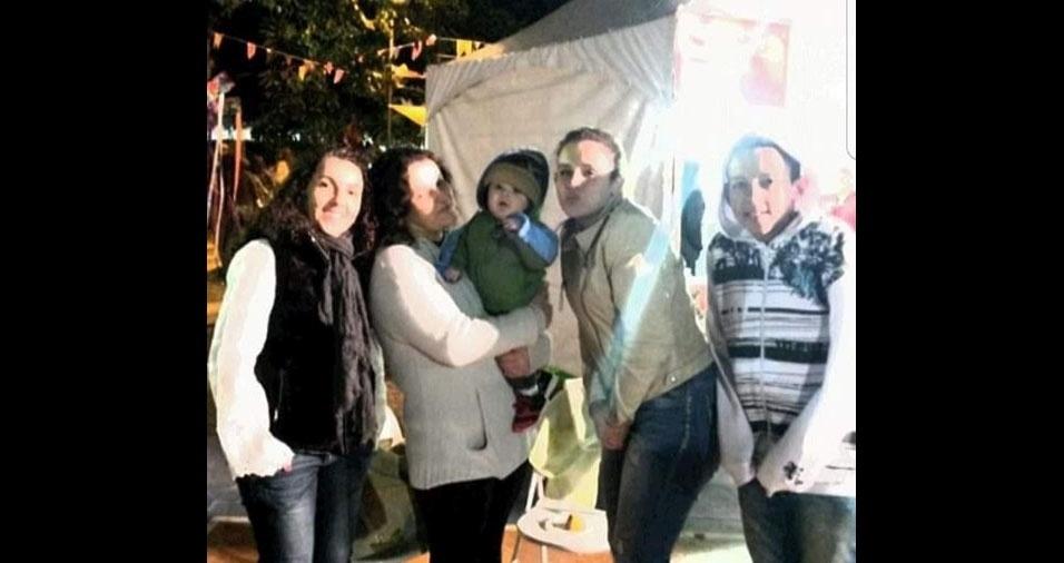 Vovó Katia, de Guarulhos (SP), com o netinho Christian, os filhos Matheus e Gabriela e a amiga Sandra