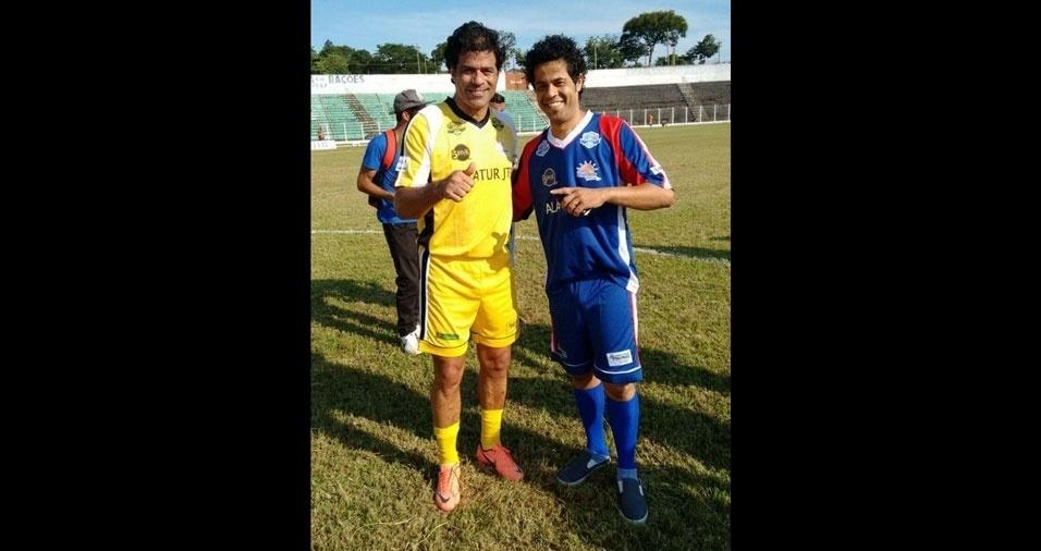 Marcelo Sousa da Silva, de Mauá (SP), enviou sua foto ao lado do craque Raí (de amarelo). Vejam só como os dois são parecidos!