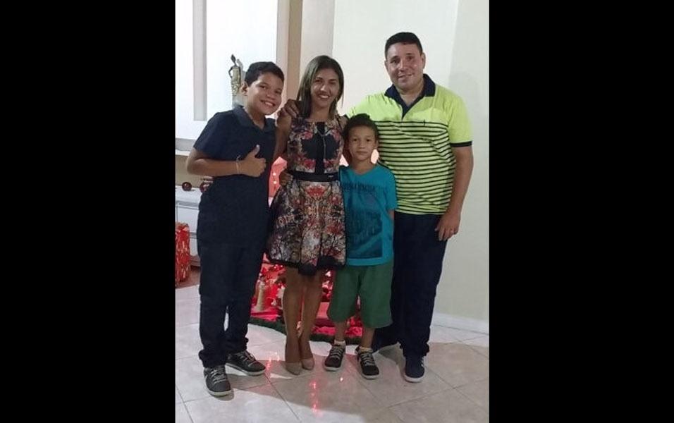 Anett e Silvio com os filhos Heitor e Arthur curtindo o Natal, Pinheiro (MA)