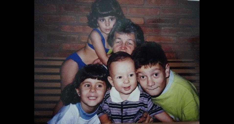 """Bruno Innocenti Teixeira, que tinha 12 anos em 1996, lembra que estava com a avó Alzira, conhecida como """"Vovó Lela"""", de 65 anos, Camila, quatro anos, Viviane, oito anos, e Caio, dois anos, em São Manuel (SP)"""
