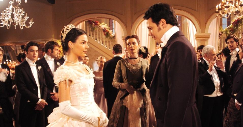 18.abr.2006 - Ana tira o véu e começa uma nova vida