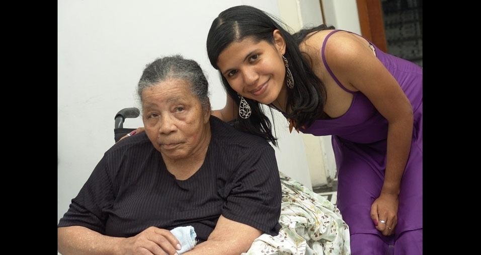 Carolina com a vovó Eufrasia, de Porto Alegre (RS)