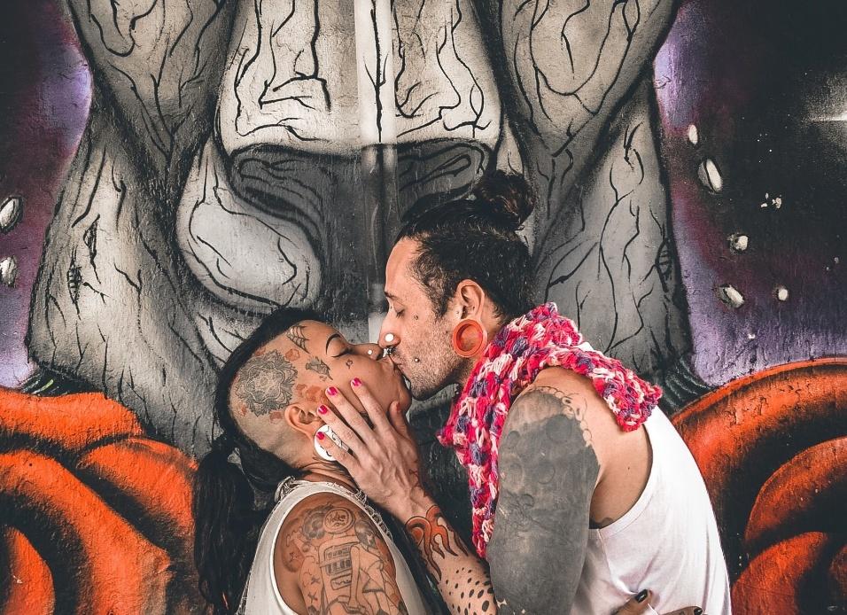 6.fev.2017 - O projeto Cidade Livre reúne todas as formas de amor em cenários para lá de paulistanos: os grafites da cidade. Com o objetivo de exaltar toda forma de amor e a diversidade da arte de rua, o fotógrafo Guilherme Olhier fez cliques incríveis