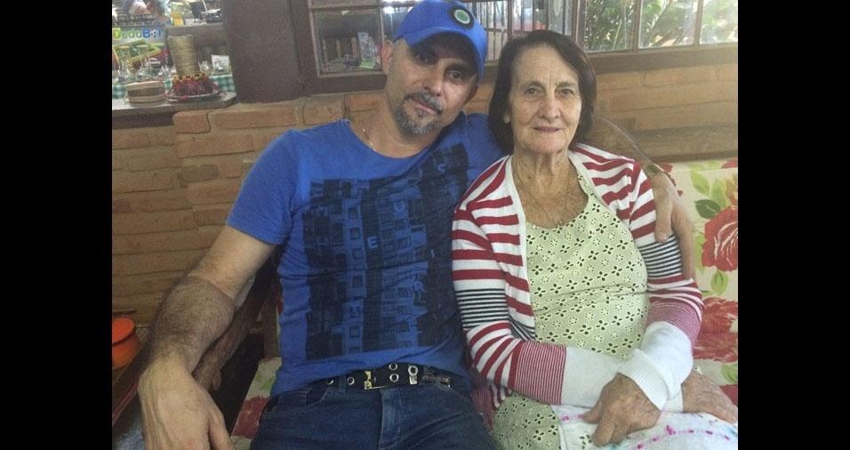 Sérgio com sua querida mamãe Carmen, de Jacupemba (ES)