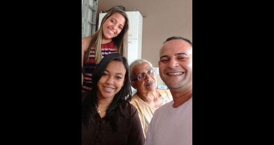 Marcolina Antônia da Silva Carmo com o filho Carlos Antônio do Carmo e as netas Mayara Cristina e Meiriele Vitória