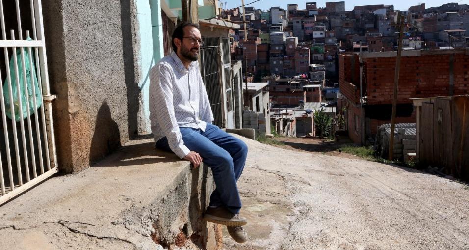 O professor Fábio Augusto Machado é um dos principais responsáveis pelo aprimoramento e implantação do projeto que, desde 2015, tem mudado vidas na comunidade do Morro Doce, em São Paulo. Na época professor de geografia, ele se aproximou dos alunos para buscar entender as demandas e necessidades dos estudantes