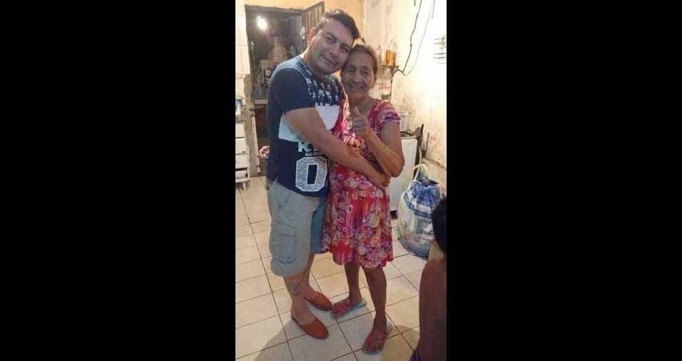 Delmiro José Carvalho Freitas com a avó Tereza Carvalho, de Manaus (AM)