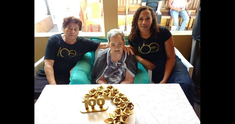 """""""Eu, Leandra Maria Barbosa Pinheiro, minha mãe Maria de Lourdes e minha vó centenária Maria de Toninho. De Virgem da Lapa (MG)"""""""