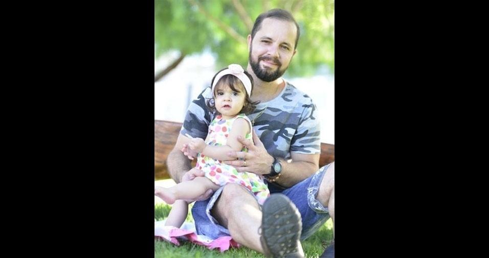 Pollianna Andrade, de Riacho Fundo (DF), enviou foto da Valentina no colo do papai Jussiê Soares