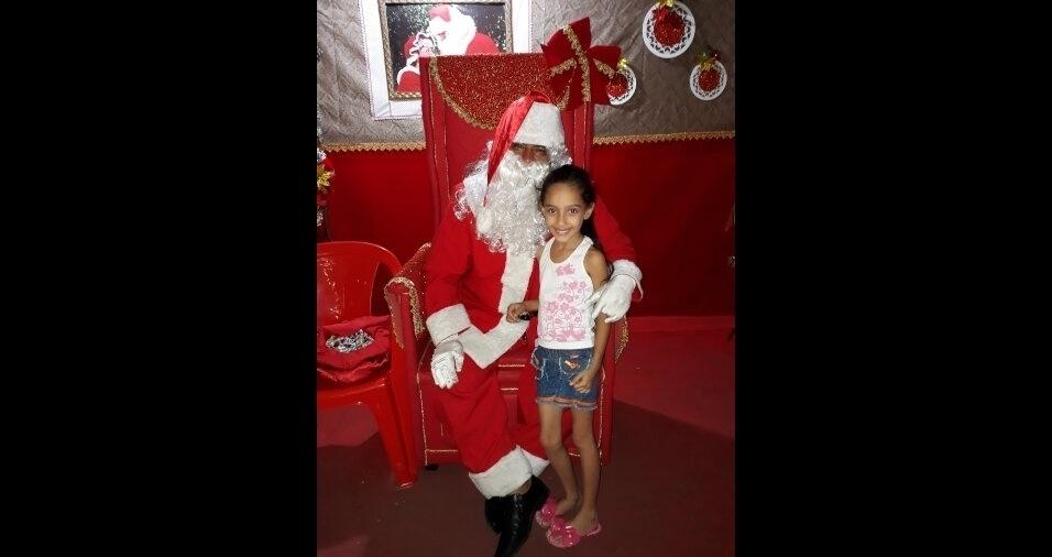Diego Barboza  enviou foto da filha Emanuelle curtindo o Natal em Guaratinguetá (SP)