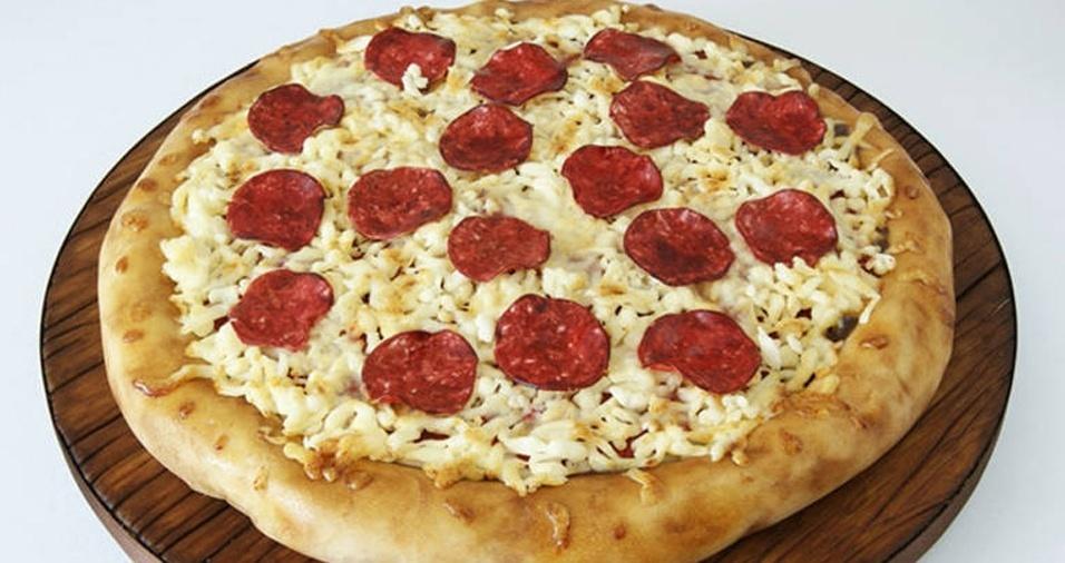 3. Que tal chamar seus amigos para comer uma pizza, mas, na verdade, enganar todos e servir bolo no lugar?