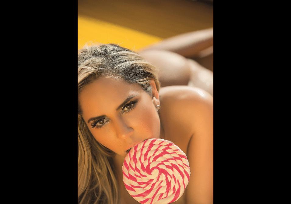 """23.mai.2017 - A funkeira Mulher Melão prometeu fotos picantes em seu ensaio de capa para a """"Sexy"""""""